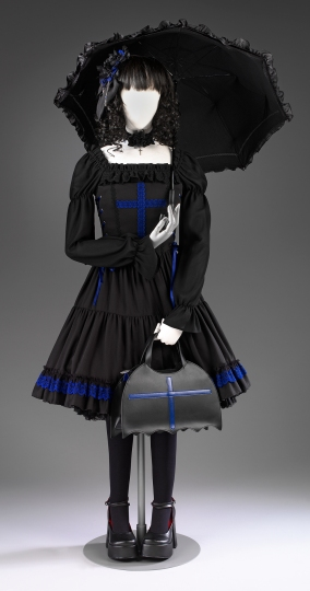 2012fh2437_gothic_lolita_front_0